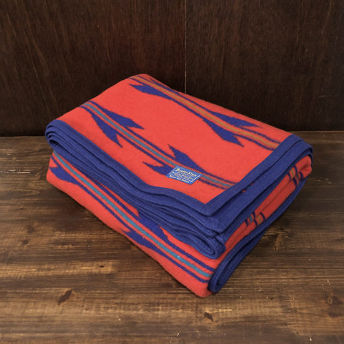 Pendleton Beaver State Blanket(ペンドルトン ビーバーステート ブランケット)表面のレッド、裏面のブルーベース ネイティブアロウ ビンテージ