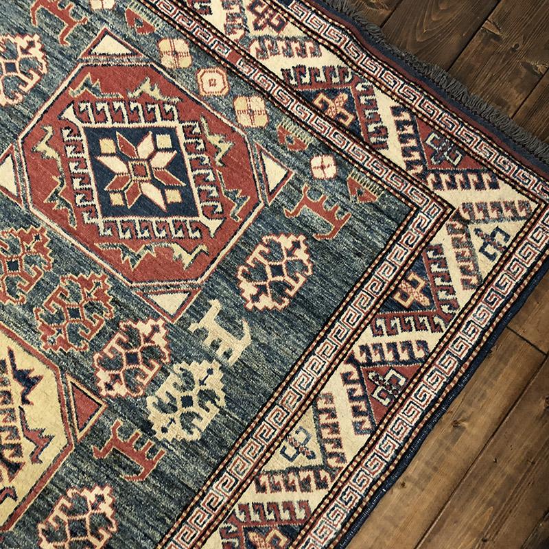 Tribal Rug トライバル ラグ 鮮やかなカラーの動物たちと植物などの花々のシルエット紋章がデザインされた ビンテージ 手織り絨毯 ラグ