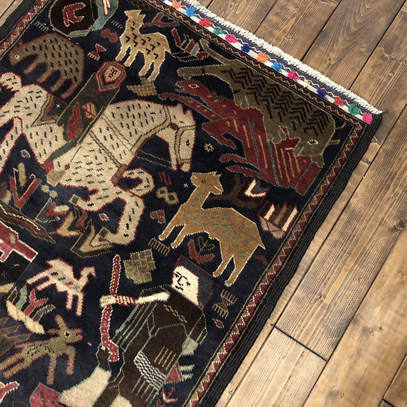 Tribal Rug トライバル ラグ 濃紺ベースで部族達の狩りや織り物をする情景がアートのように図柄化され織り込まれたデザイン ビンテージ 手織り絨毯 ラグ