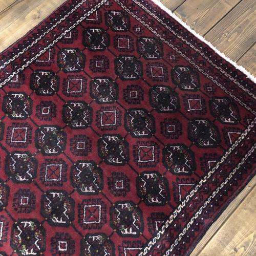 Tribal Rug トライバルラグ ワインレッドベースのダイヤ柄とグル文様デザイン ビンテージ 手織り絨毯 ラグ