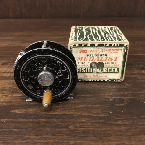 Pflueger Medalist 1492 Sculpted Pillar Fly Reel With Box フルーガー メダリスト1492 スカルプテッドピラーモデル メダリスト最小モデル フライリール オリジナル ボックス付 ビンテージ アンティーク